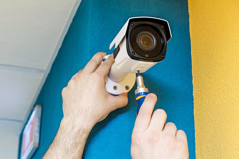 התקנת מצלמות אבטחה לקשישים