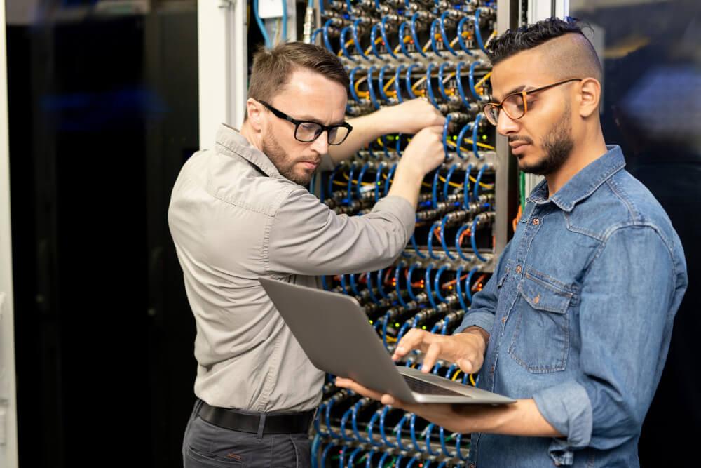 הקמת תשתיות תקשורת למוקד שירות לקוחות